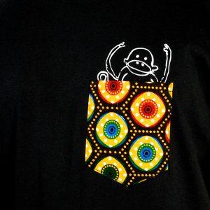 Kipepeo_Fair_Trade_Shirt_Taschenaffe_Männer_Schwarz_Made_in_Tanzania (1)